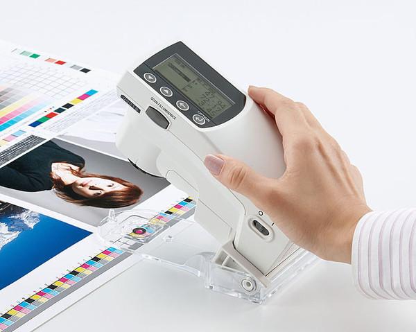 Los primeros espectro-densitómetros del mundo que permiten ajustar las medidas del color a la fluorescencia del papel.